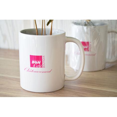 Caféier dans un mug publicitaire